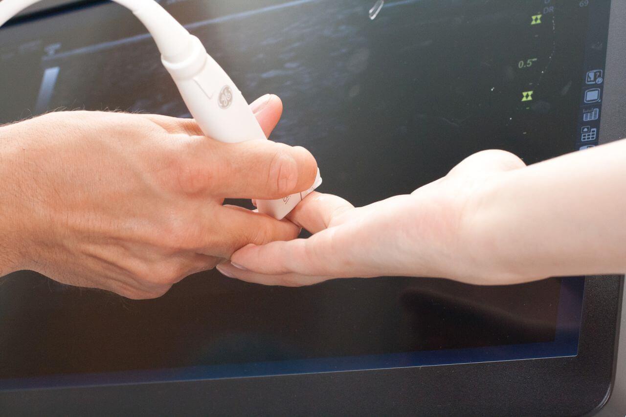 Hochaufloesender Ultraschall der Hand